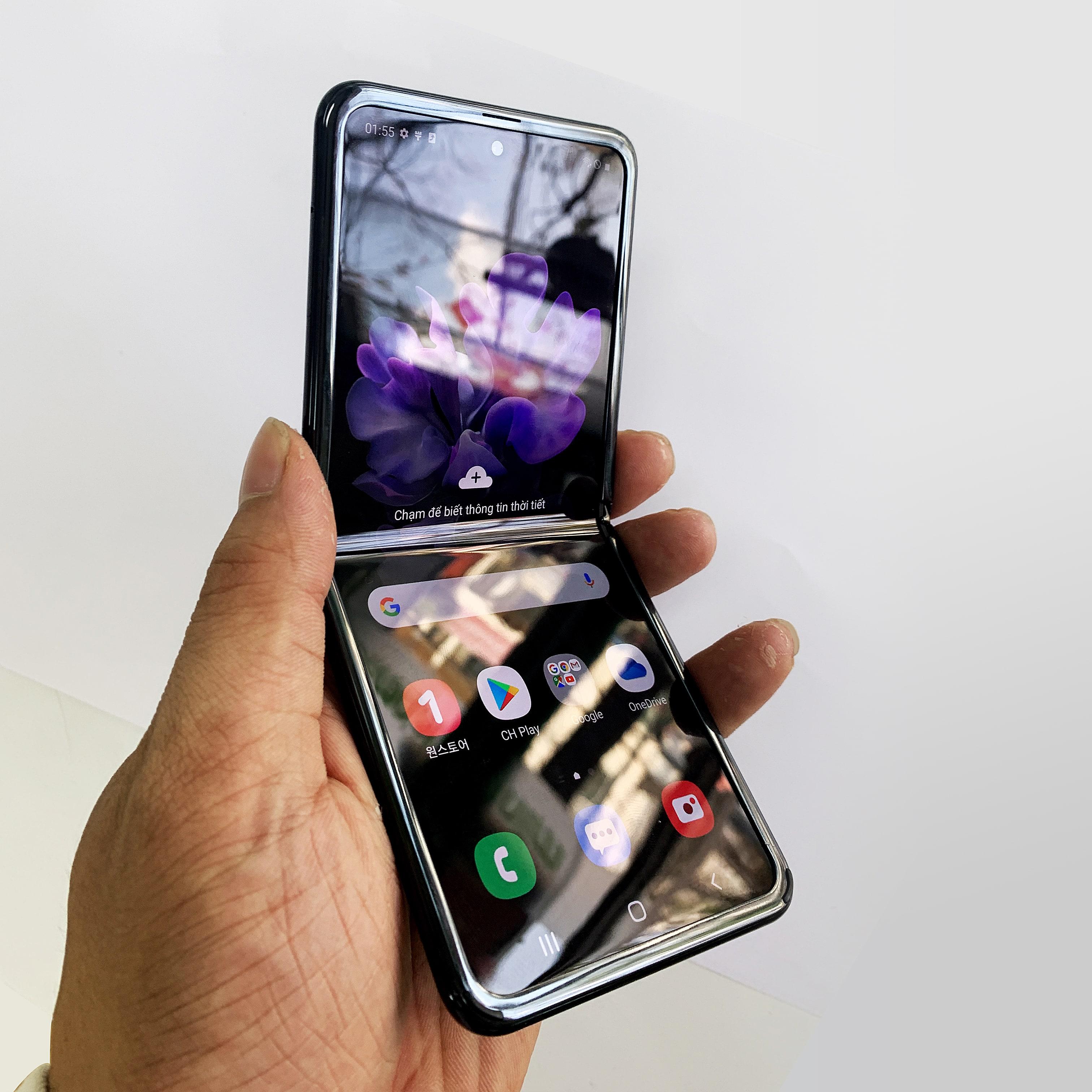 Thiết kế gập vỏ sò của Galaxy Z Flip