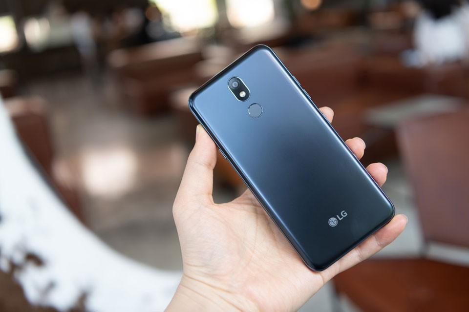 Có nên mua điện thoại LG X4 không?