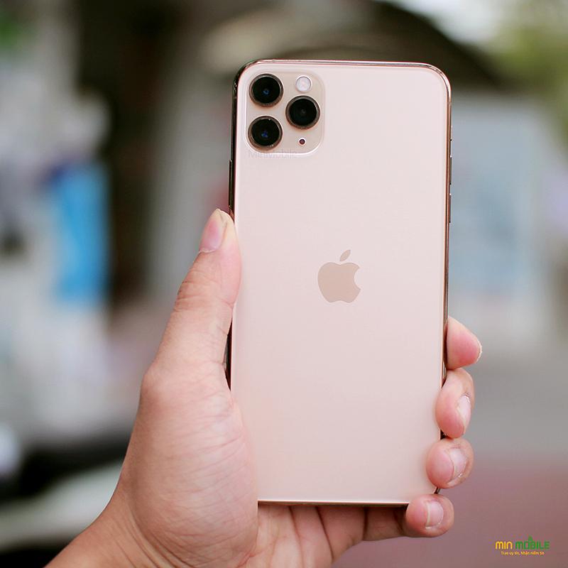 Mặt lưng bằng kính mờ của iPhone 11 Pro