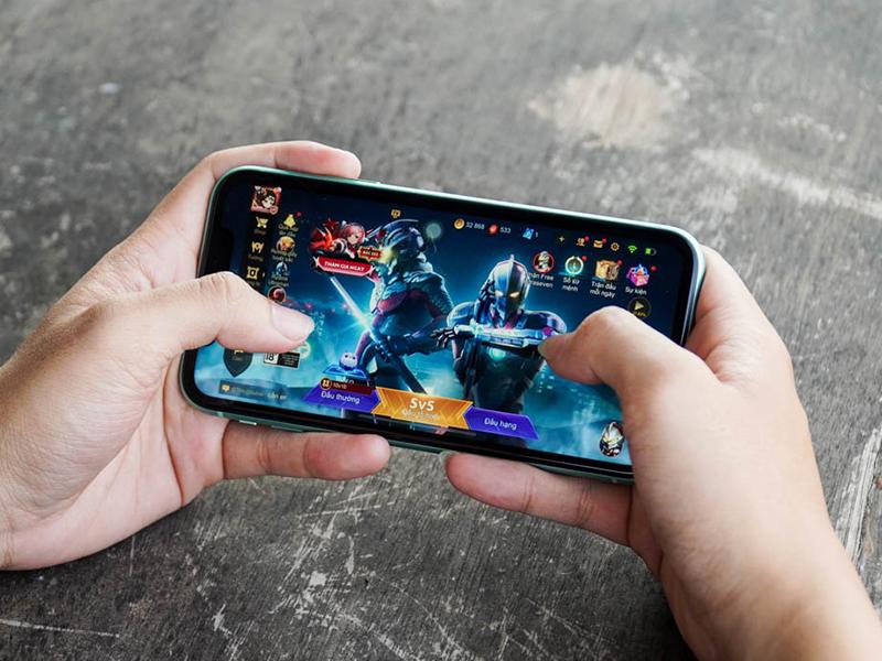 Bạn có thể chiến game bao mượt với iPhone 11 cũ