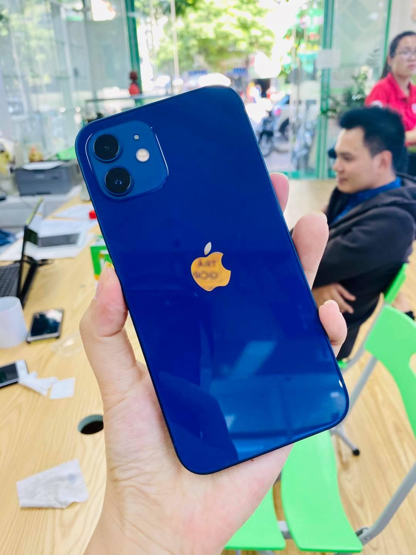 Cụm camera kép mặt sau của iPhone 12 demo 256Gb