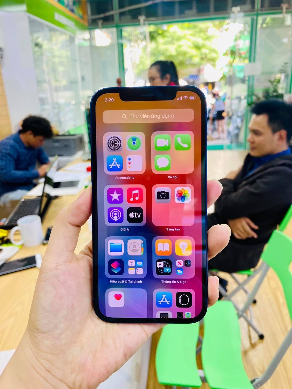 màn hình iPhone 12 64GB demo