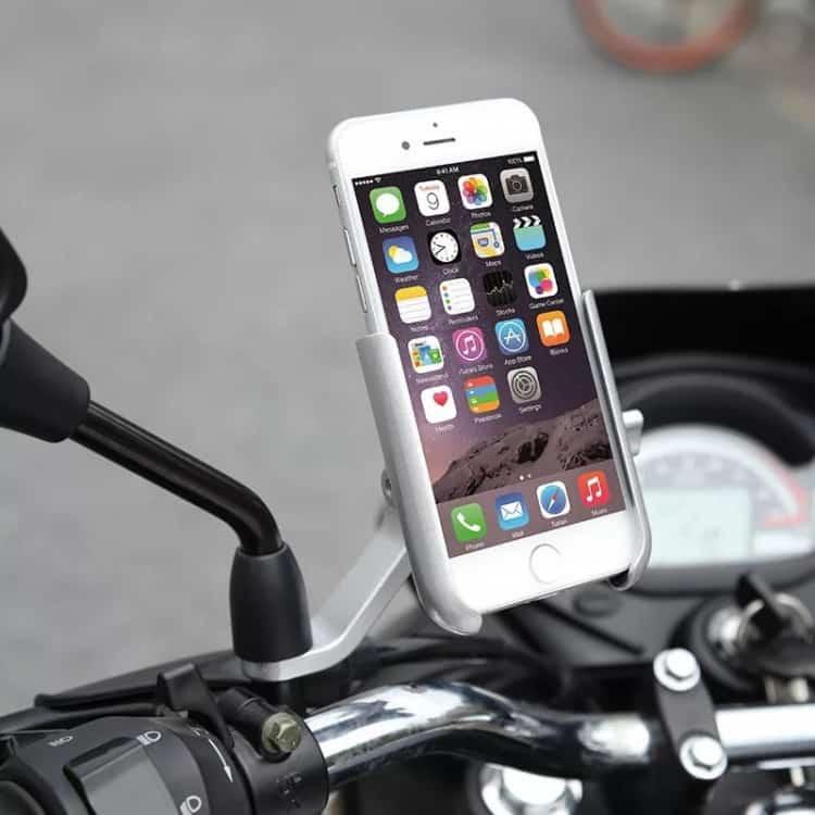 Nên sử dụng giá đỡ chất lượng nếu thực sự cần sử dụng điện thoại khi đi đường